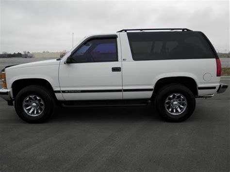 sold.1998 chevrolet tahoe ls 4x4 2 door 5.3 v 8 141k white