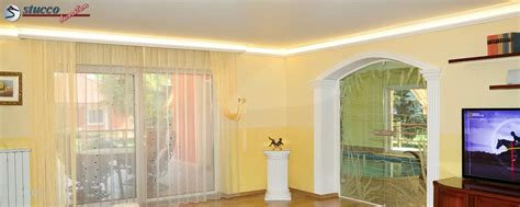 Stuckleisten Decke Styropor by Kuche Mit Holzbalken Und Styropor Decke Wohnzimmer Decke