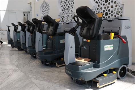 Mobil Pembersih Lantai bank aceh serahkan 6 mobil pembersih lantai untuk masjid