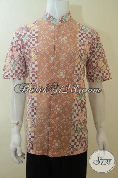 desain baju batik lengan pendek hem batik pria warna pastel desain dua motif baju batik