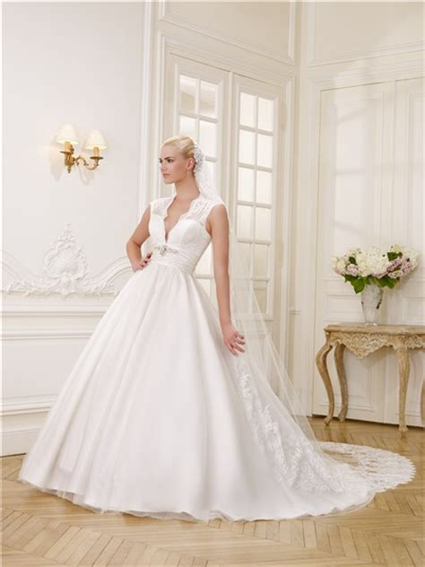 ball gown deep v neck tulle wedding dress