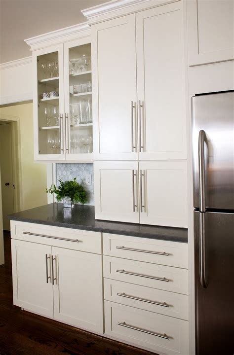 cabinets with handles in the middle door handles for white kitchen cabinets home design ideas