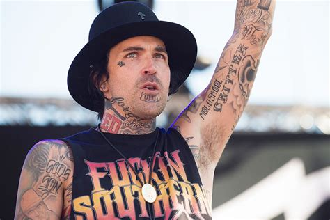yelawolf defends use and wearing of the confederate flag