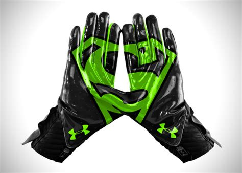 under armoir gloves under armour superhero alter ego highlight gloves hiconsumption