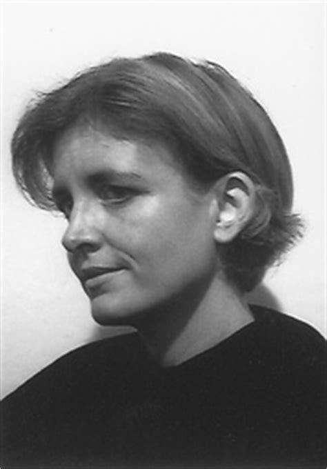 Claire d`Harcourt - Babelio