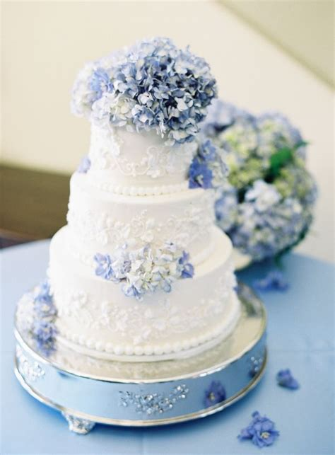 hydrangea cake wedding cake with blue hydrangeas
