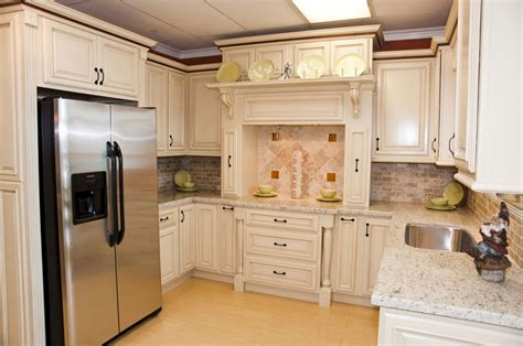 cream kitchen cabinets with chocolate glaze cream kitchen cabinets chocolate glaze quicua com