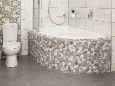 bathroom in south east corner white salina left hand bath ctm