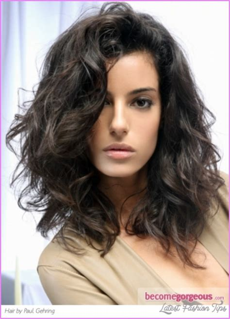 easy hairstyles for shoulder length wavy hair easy medium length haircuts for wavy hair
