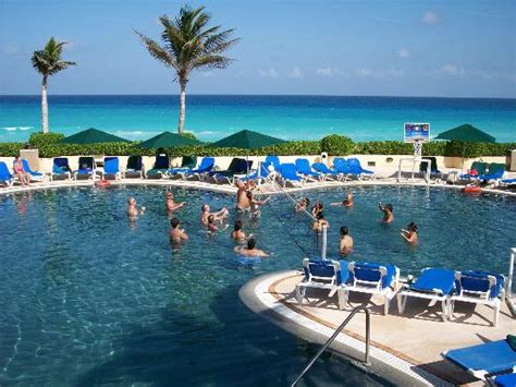 Pool volleyball   Picture of GR Solaris Cancun, Cancun