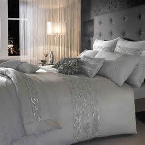 Silver White Bedroom - choosing silver bedroom d 233 cor for a romantic touch