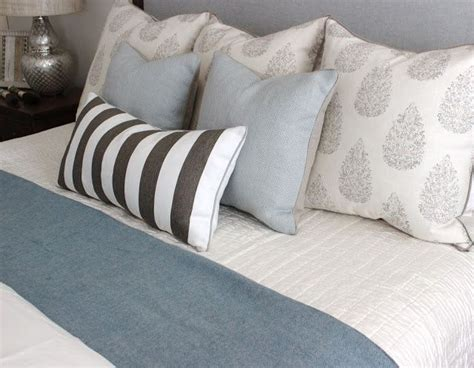 bed cushions 17 best images about how to arrange cushions on pinterest