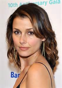 Shoulder length wavy hairstyle with highlights hairstyles weekly
