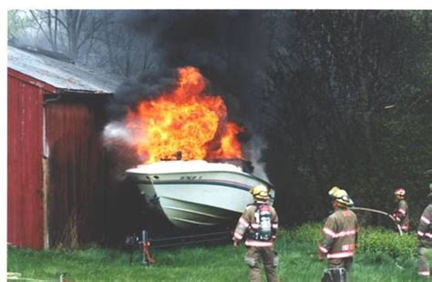 boat engine blows up 19 boat blows up in a driveway