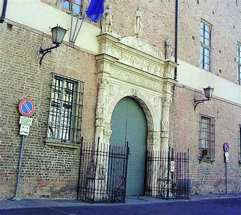 ufficio postale piacenza testate alla moglie in posta 60enne condannato per