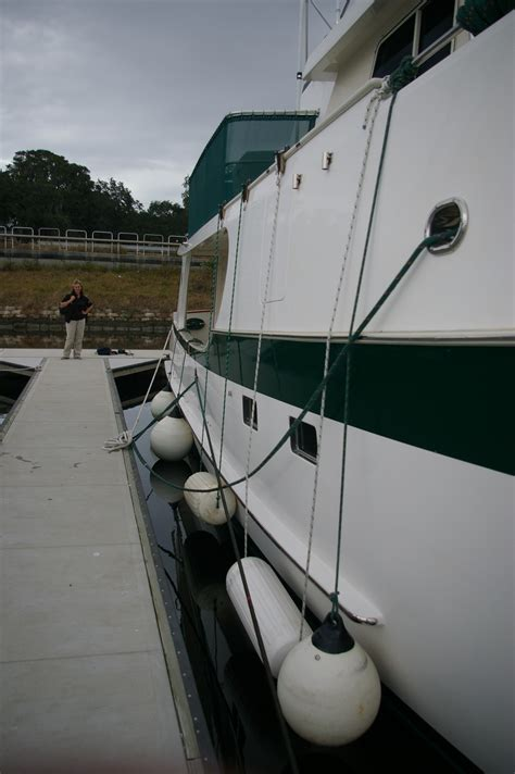 how many boat fenders do i need docking with fender boards
