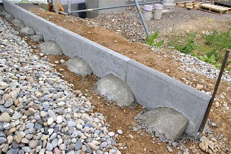 Borde Setzen Beton by Hochwertige Baustoffe Rasenkantensteine Betonieren