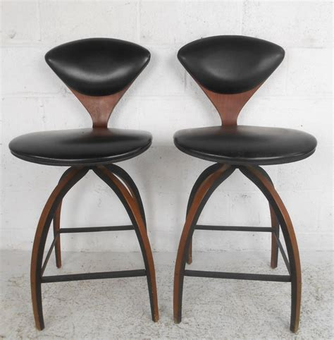 Mid Century Modern Bar Stool Pair Of Mid Century Modern Plycraft Bar Stools By Norman Cherner At 1stdibs