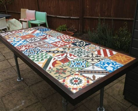 table de jardin avec carreaux de ciment garden table