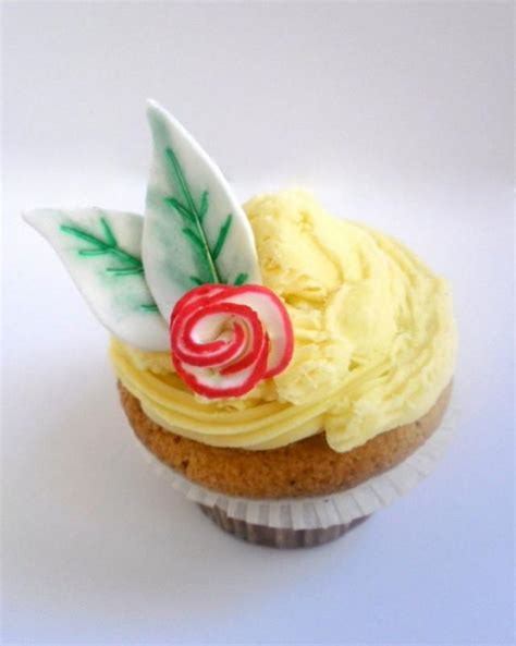 edible cupcake toppers for bridal shower sugar flower with leaves rustic roses fondant edible
