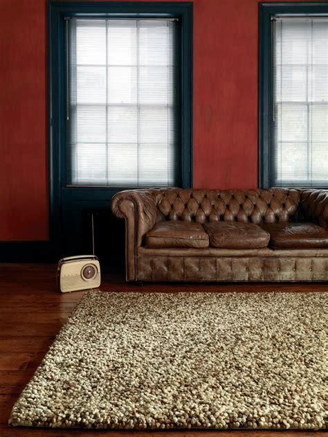 tappeti moderni beige pubblicato su home hachette il tappeto tashen 187 il