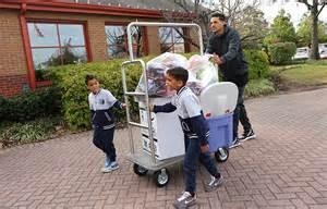 matt barnes house grizzlies forward matt barnes sons delivers toys to