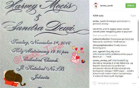 Undangan Tema Weddingbook undangan pernikahan dewi beredar netter malah ribut soal gelar kabar berita artikel
