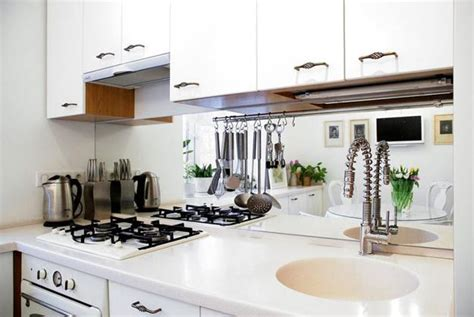 Bright Decorating Colors Turning Small Apartment Into Apartment Kitchen Decorating Ideas