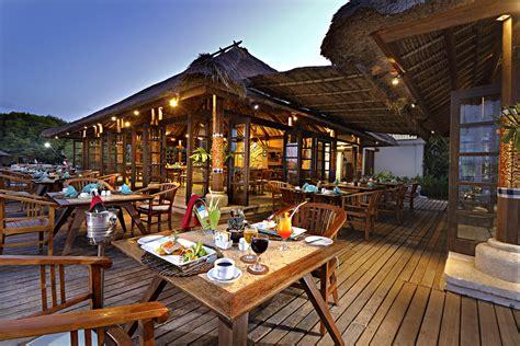 Sunken Kitchen sunset beach restaurant mimpi resort menjangan