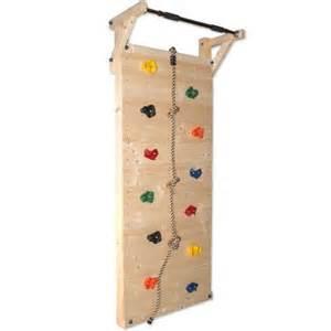 kletterspielzeug garten die besten 25 kletterwand kinderzimmer ideen auf