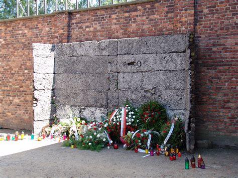 panoramio photo of auschwitz birkenau wall of memories reflections on visiting auschwitz