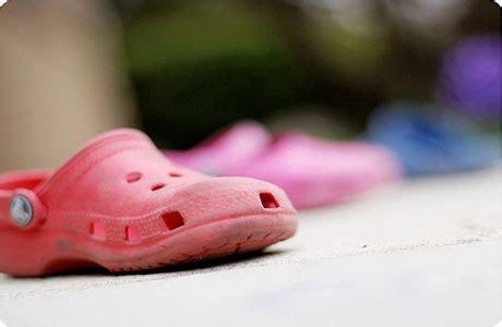 Sepatu Plastik Crocs merawat sandal atau sepatu crocs beautiful is you