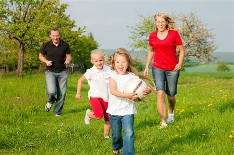 backyard family fun mom i m bored 6 outdoor activities for families