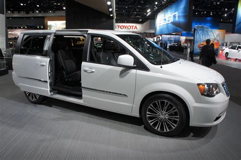 Chrysler Town And Country S by Detroit 2013 Live Chrysler Town Country S Leblogauto