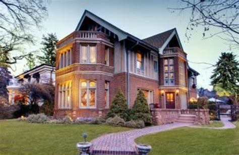 5 Bedroom Homes by Peyton Manning To The Denver Broncos He Should Live Here