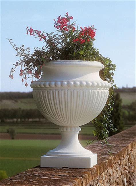 vasi in resina bianchi fioriera impero in resina vasi in resina e in plastica