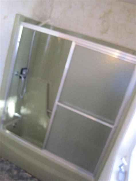 fiberglass bathtub resurfacing refinish a fiberglass bathtub 171 bathroom design