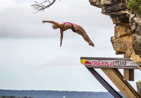 bull high dive rachelle wins s high diving world title at
