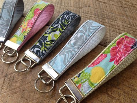 Pattern For Fabric Keychains | fabric key chain tutorial