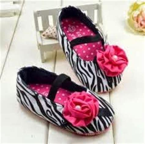 Sepatu Wanita Hak Rendah Branded Jujuba model sepatu wanita branded modern lagi trend crocs buccheri hak rendah terbaru cara tips