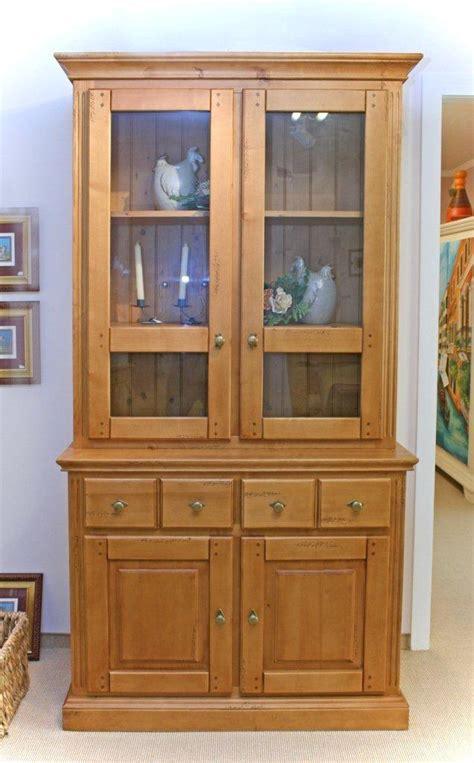 esszimmer vitrine landhaus vitrine achensee im landhaus stil gebeizt und lackiert