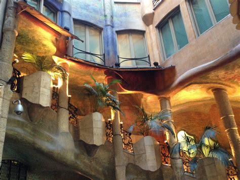 casa milà interno casa mil 224 cortile interno viaggi vacanze e turismo