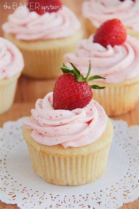 Strawberry Cupcake Clutch Sweet by 25 Best Ideas About Vanilla Cupcakes On Easy