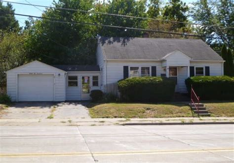 houses for sale in davenport iowa 2217 e locust st davenport ia 52803 reo home details foreclosure homes free