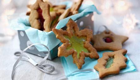 Lu Untuk Pohon Natal stained glass cookies cantik ini cocok untuk bingkisan natal
