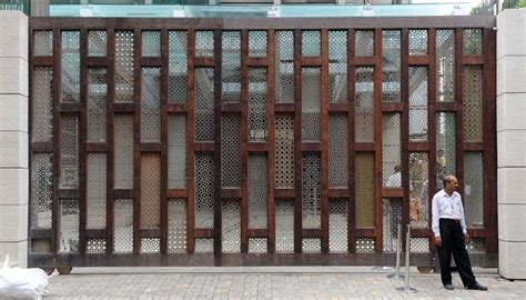 antilia house interior mukesh nita ambani s billion dollar home antilia in mumbai zricks com blog
