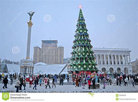 ukrain net on christmas tree tree and independence monument in kiev ukraine editorial photo image 28330056