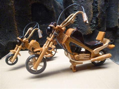 Miniatur Pesawat Capung Bahan Kayu kerajinan dari bahan kayu jati kerajinan tangan the knownledge