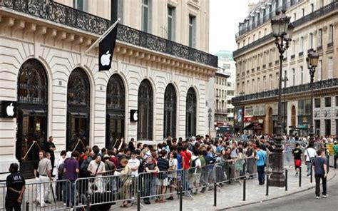 paris apple store apple opens up new store in paris photo gallery