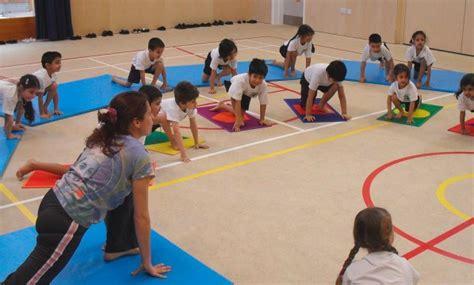 imagenes de niños haciendo yoga actividad para ni 241 os hiperactivos ejercicios de yoga